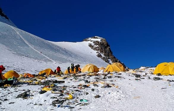 mount everest the high altitude rubbish dump