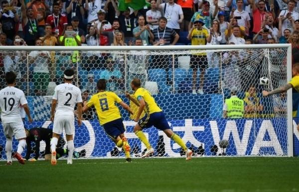 VAR penalty gives Sweden a narrow win over South Korea