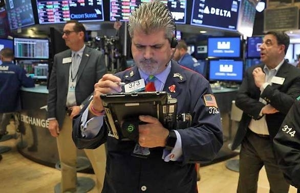 dow sp 500 fall on trade war worries