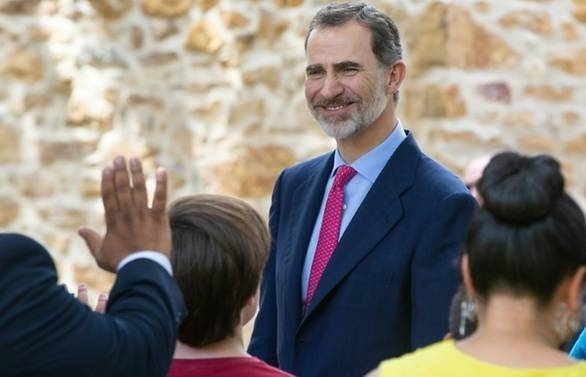 spain kings brother in law starts jail term for embezzlement