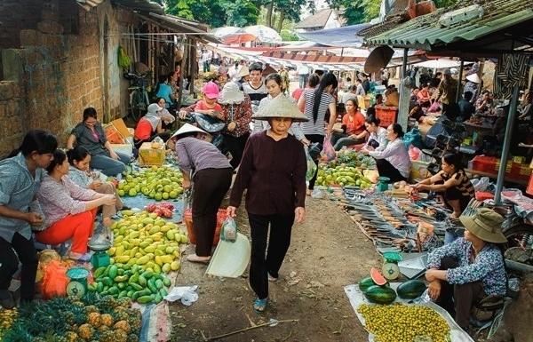 rural market a community tourist attraction in thua thien hue