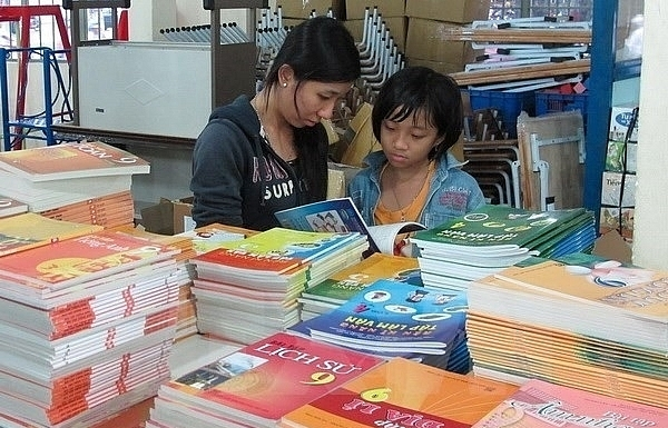 PM pushes textbook, curriculum reform