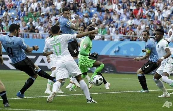 suarez sends uruguay into last 16 with hosts russia
