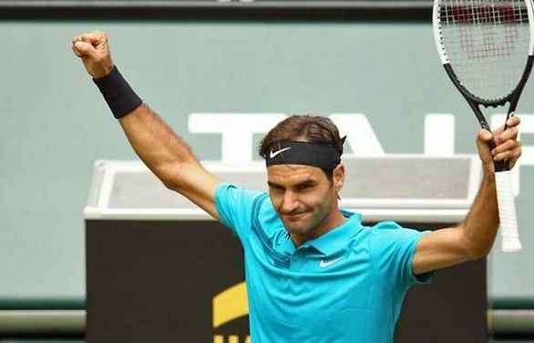 federer saves two match points to reach halle quarter finals