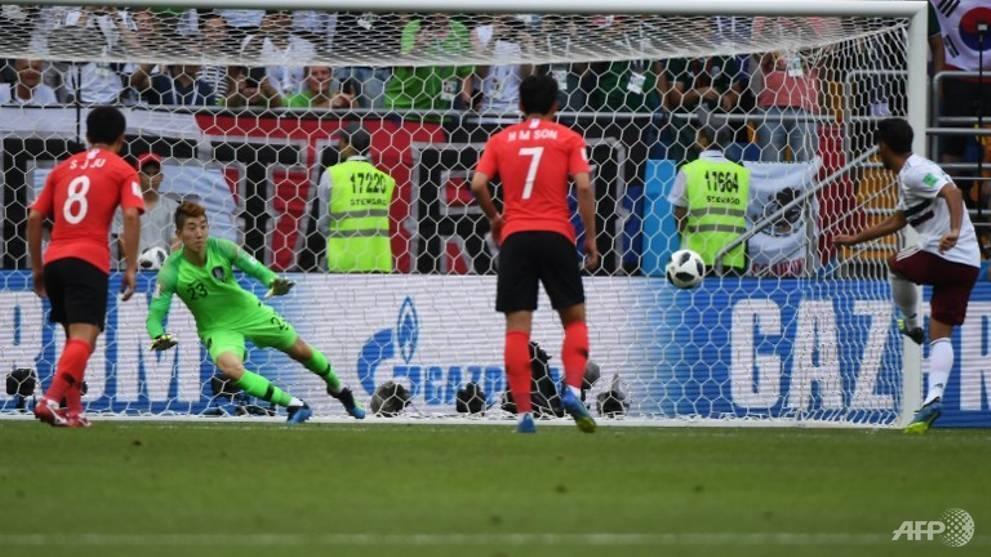 mexico beat south korea 2 1 to edge towards world cup last 16