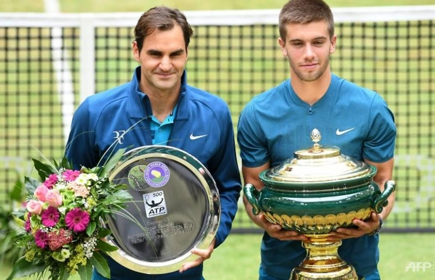 federer loses top spot and chance of 10th halle title in coric shock