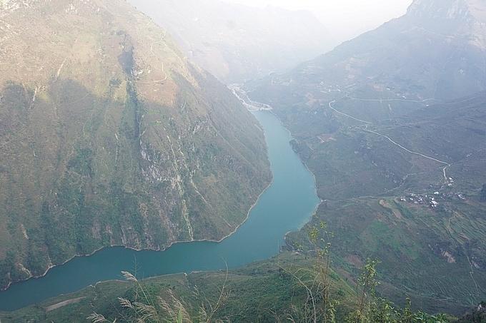 dong van karst plateau a unesco recognized global geopark