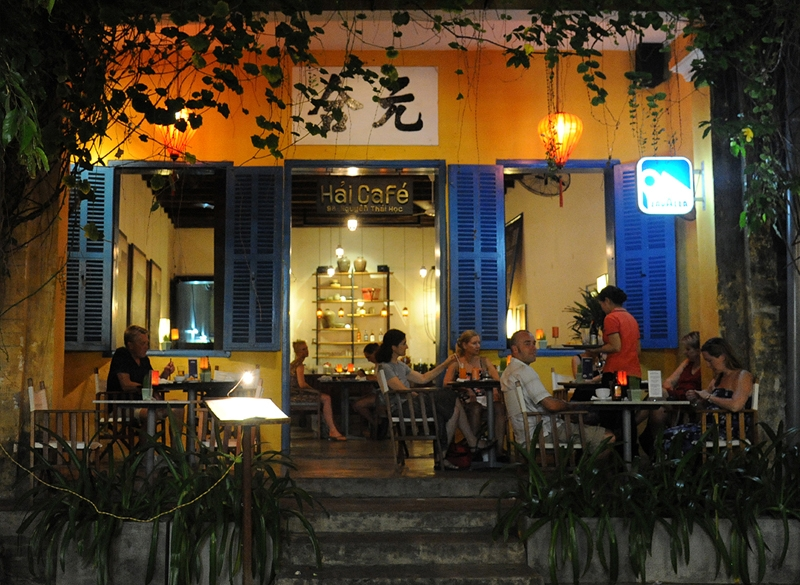 hoi an ancient town twinkles at night