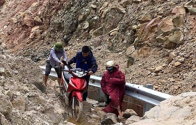 floods landslides in northern provinces claim 15 lives