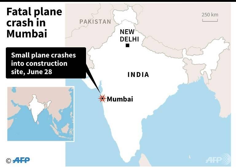 light plane crashes into mumbai construction site killing five