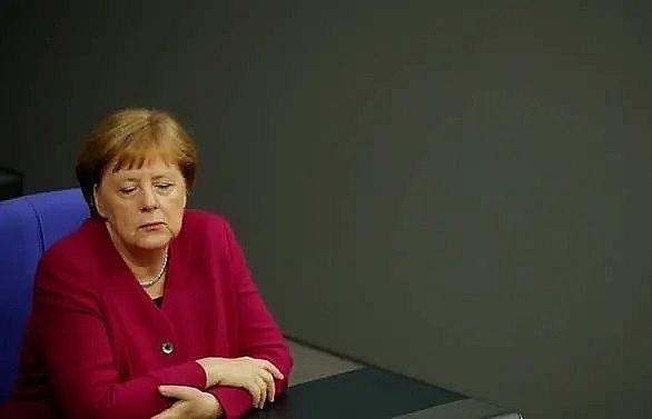 merkel denies coalition instability despite spd crisis