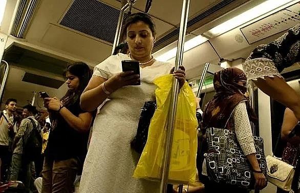 new delhi to offer free public transport for 850000 women