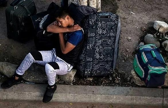 mexico blocks caravan of 1200 central american migrants