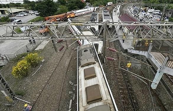 driver charged over fatal taiwan train derailment