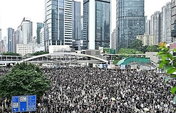asian markets retreat as protests batter hong kong