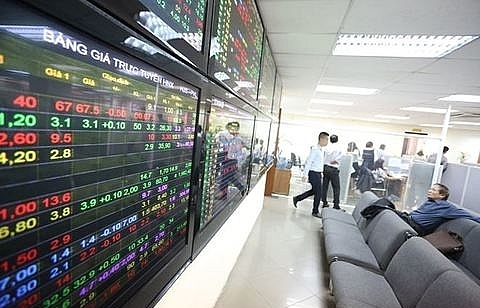 vn stocks decline on pressure from trade war