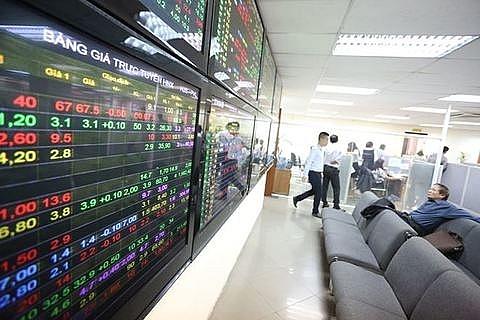vn stocks decline on pressure from trade war