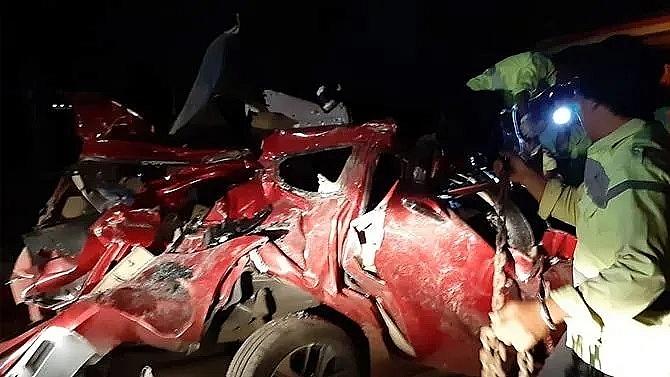 12 killed in indonesia bus crash after passenger argument