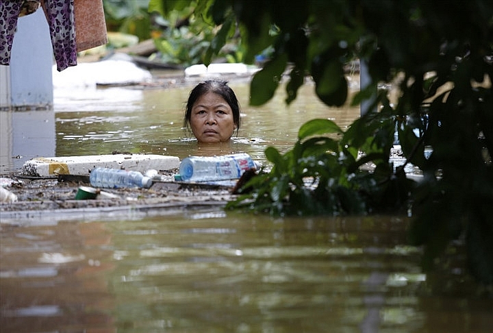 impressive photos taken by hanoi journalists put on display