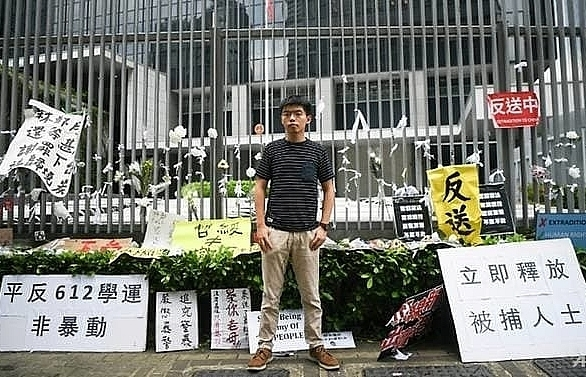hong kongs leaderless protesters mull next move