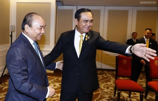 pm phuc meets thai counterpart indonesian president in bangkok