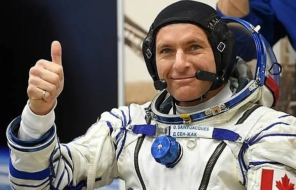 russian north american astronauts to return to earth