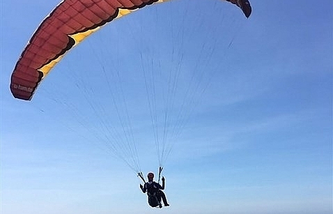 korean athlete wins intl paragliding champs on ly son island