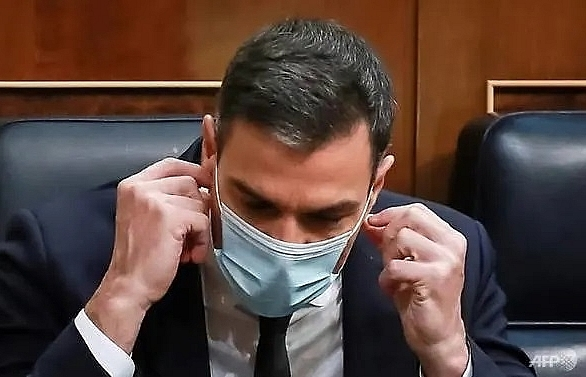 masks to be compulsory in spain until covid 19 permanently defeated