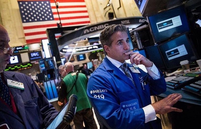 nasdaq closes at new record high but sp dow lower