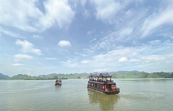 largest pagoda complex beckons tourists pilgrims