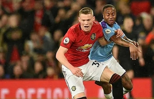 mctominay signs new deal at man utd