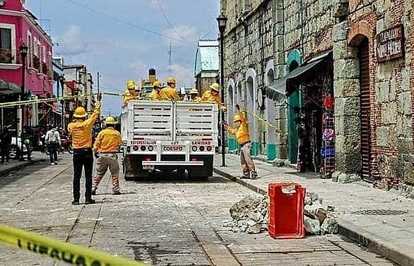 major quake hits southern mexico at least 2 killed