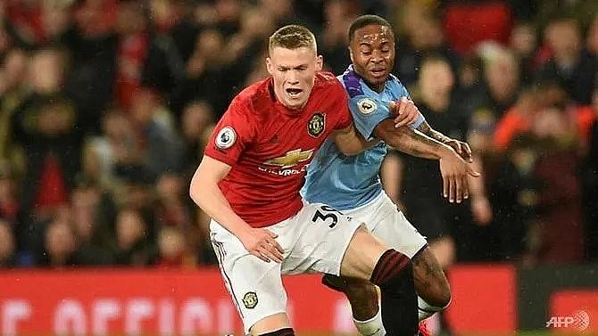 mctominay signs new deal at man utd