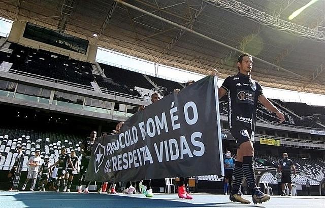 brazils botafogo fluminense protest return to pitch