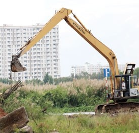 land issues box investors into a corner