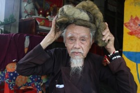 elderly man has not cut hair for 70 years