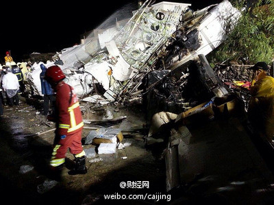 transasia plane crashes in taiwan