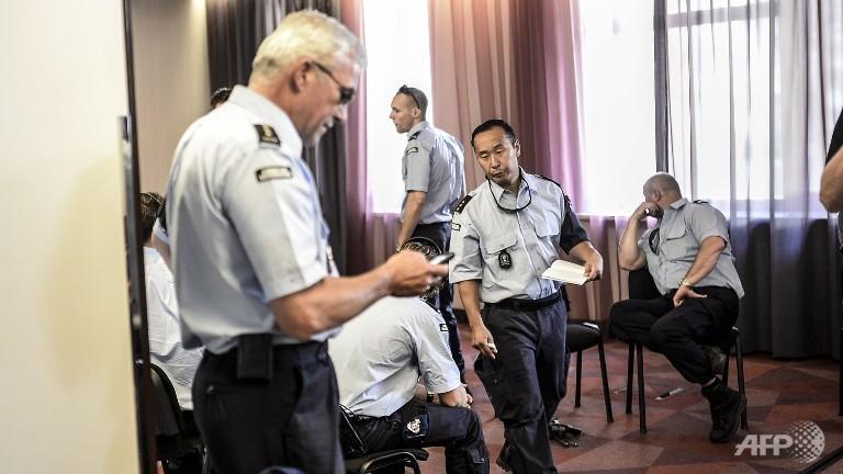 Shelling around MH17 site blocks international police