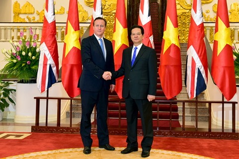 UK PM Cameron looks to strong ties with Vietnam