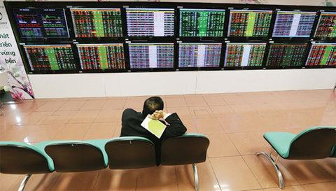 markets decline on rubber retail stocks