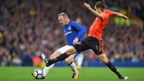 Rooney returns in underwhelming Everton win