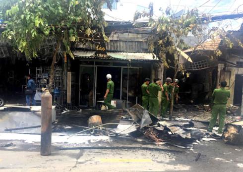 fire in hcm city district 7 destroys 3 shops