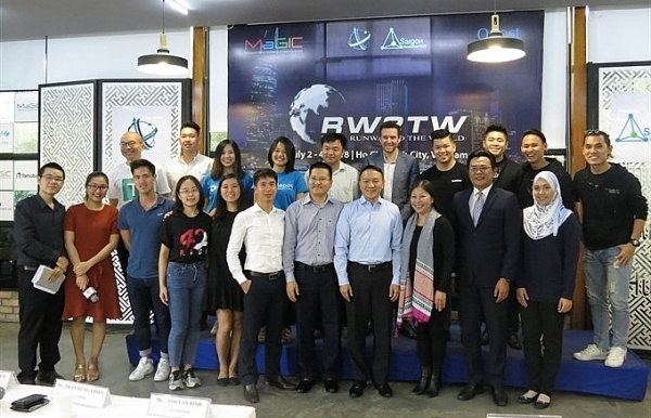 foreign start ups receive mentorship for vietnam entry
