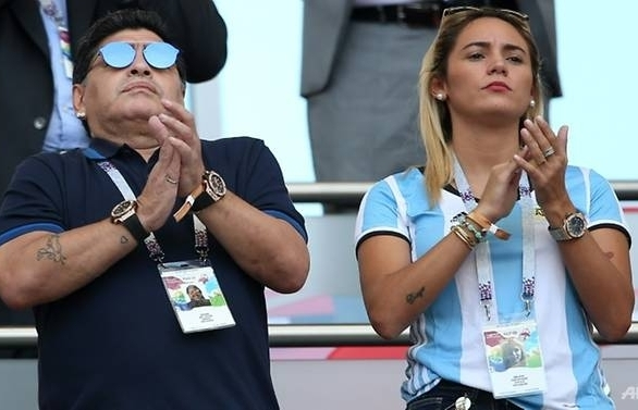 maradona offers to coach argentina for free after world cup debacle