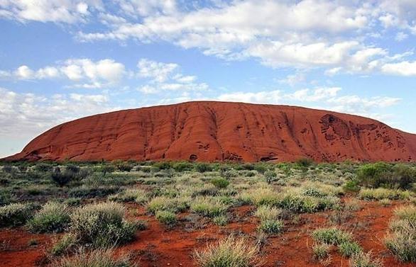 japanese tourist dies climbing australias uluru