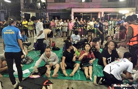 one dead dozens of chinese tourists missing as thai boat capsizes