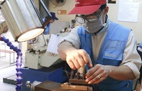business school ties help train workers