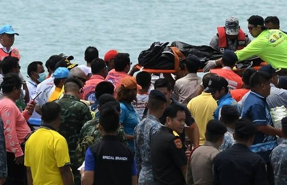 37 dead 18 unaccounted for in thai tourist boat capsize