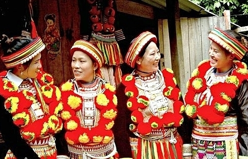 the art of the red dao peoples costume decoration