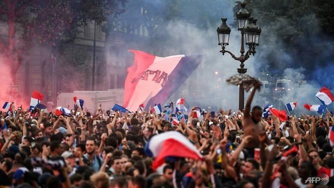 world cup paris celebrates frances march to the final